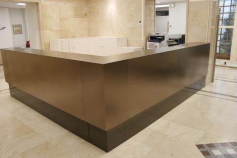 Caprichos de Hogar Decoración muebles a medida Salamanca Madrid España Cabo Verde proyecto 3d despacho profesional escritorio mostrador acero tintado (5)