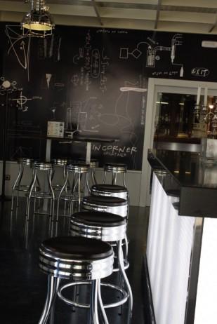 Caprichos de Hogar Decoración muebles a medida Salamanca Madrid España Cabo Verde proyectos contrac papel pintado libreria barra hosteleria taburetes (2)