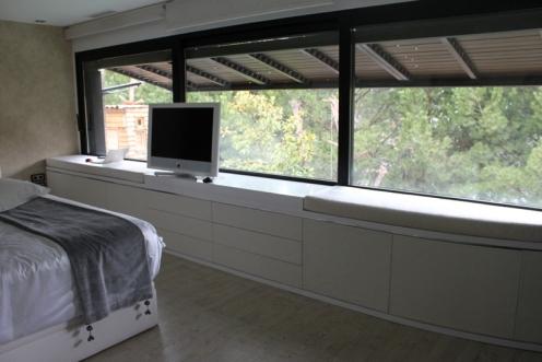 Caprichos de Hogar Decoración muebles a medida Salamanca Madrid España Cabo Verde proyectos papel pintado elitis decoradores interioristas aparador mueble tv elevable (1)