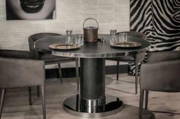 Caprichos de hogar Interiorismo decoracion proyectos salamanca madrid españa cabo verde mueble lujo mesa comedor Paris lolo (4)